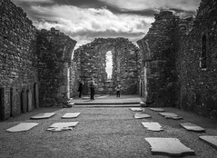 Glendalough, Ireland (Ludo_Jacobs) Tags: ireland glendalough europe monochrome building ruins church old architecture blackandwhite