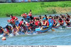 2017-05-29 1689 (Badger 23 / jezevec) Tags: 2017 20170529 dajia dragon dragonboat festival taiwan history culture travel tourism duanwufestival zhongxiaofestival 忠孝節 龍船節 龍舟節 端午节 端午節 龍舟 龙舟 龍船 龙船 taipei ֵ台北 臺北市 taipeh taןpeh ταϊπέι 타이페이 тайбэй 台北市 ტაიბეი تايبيه taibei đàibắc taipé tchajpej rowing sports boat barco шлюпка 배 ボート barca βάρκα bateau 小船 člun veneillä csónak łódź boating vessel photo picture image watersports watercraft asia tradition