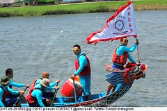 2017-05-29 0552 (Badger 23 / jezevec) Tags: 2017 20170529 dajia dragon dragonboat festival taiwan history culture travel tourism duanwufestival zhongxiaofestival 忠孝節 龍船節 龍舟節 端午节 端午節 龍舟 龙舟 龍船 龙船 taipei ֵ台北 臺北市 taipeh taןpeh ταϊπέι 타이페이 тайбэй 台北市 ტაიბეი تايبيه taibei đàibắc taipé tchajpej rowing sports boat barco шлюпка 배 ボート barca βάρκα bateau 小船 člun veneillä csónak łódź boating vessel photo picture image watersports watercraft asia tradition