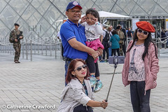 Selfie Time at the Louvre  © Catherine Crawford 2017 (Zimbrit) Tags: thelouvrepyramid pyramidedulouvre people museum