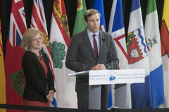 Premier/première ministre Notley and/et Premier/premier ministre Gallant speak to the media/s'adressent aux médias