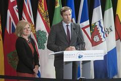 Premier/première ministre Notley and/et Premier/premier ministre Gallant speak to the media/s'adressent aux médias