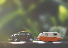 why so glum chum? love is right in front of you (rockinmonique) Tags: eleven sunshinecoast mini vw bug trailer toy light bokeh juneflickrgalsmeetup moniquew canon canont6s tamron copyright2017moniquew