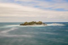 Cerca de Cudillero (cabrianova) Tags: mar isla cudillero sigma1750mm largaexposición filtro nd