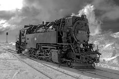 Locomotive in the snow (sigiha1953) Tags: sony sonynex7 nex7 zeisse24mmf18za winter snow schnee lokomotive locomotive schwarzweiss monocrom blackandwhite