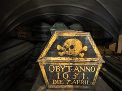 Obyt Anno 1651 (Feldore) Tags: crypt coffins stockholm sweden spooky church swedish riddarholmskyrkan gamla stan gothic ghostly feldore mchugh em1 olympus skull crossbones coffin