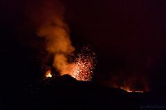 Une explosion de lave (zambaville) Tags: ile réunion piton fournaise volcan éruption lever soleil cratère lave coulée océan indien canon eos 5ds r 5dsr ef 100400 mm f4556l is usm ii version 2 lesquelin
