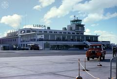 Saudade 800 (© Portimagem) Tags: portugal lusitano patrimónionacional história aeroporto lisboa portela tap avião landrover