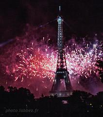 Feu d'artifice du 14 juillet 2017 à Paris (louis.labbez) Tags: 2017 juillet 14juillet feu fireworks bastilleday paris labbez france artifice champsdemars spectacle monument iledefrance fêtenationale
