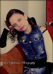 https://www.facebook.com/JoseSpektrumPhotography/ (josespektrumphotography) Tags: foto josespektrumphotography josespektrum sentada modelo mujer niña hermosa linda manoenlacabeza canon acolor