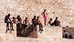 Brochette (VinZo0) Tags: people gens personne person life marseille massilia colors couleurs jeunes young beach mer maillot exterieur mur brique brochette enfants child