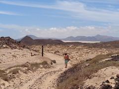 Islote de Lobos, Islas Canarias (cristina_lunares) Tags: isla island desert desierto hot calor arena sand duna dune mountain camino path