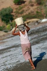 Salt making in Ulmera - 17-09-09-10 (undptimorleste) Tags: timorleste hard labor pans salt seaseaslat ulmera woman women work
