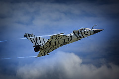 White Tiger (Nickerzzzzz - Thanks for stopping by :)) Tags: ©nickudy nickerzzzzz theartofphotography wwwdigittaliacom canoneos5dmarkiii ef100400mmf4556lisiiusm rnasyeovilton airday 2017 dassault rafale plane jet flight wing vapour french aircraft tiger