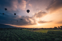 Magic in the air_ (AmaurieRaz) Tags: sony sonya7rii sonyalpha sonymirrorless mexico mexicotrip17 teotihuacan hotairballoon sunrise clouds color colorful 1635mm zeiss zeisslens travel traveling trip adventure exploring explore country sun morning a7rii fullframe