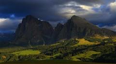 Langkofel, Fünffingerspitze, Plattkofel _MG_3244m1(1) (maxo1965) Tags: seiseralm langkofel plattkofel sidelight clouds fünffingerspitze dolomites