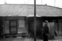 아버지 (Gonie) Tags: bw nikon f6 ilford delta 100 home winter korea people