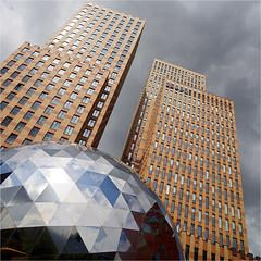 architecture + art (leuntje) Tags: amsterdam netherlands artzuid internationalsculpturebiennialamsterdam2017 cristóbalgabarrón amsterdamsymphonytowers amsterdamsymphony architecture pidebruin zuidas