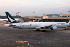 Cathay Pacific   Boeing 777-300   B-HNK   The Spirit of Hong Kong livery   Singapore Changi (Dennis HKG) Tags: cathay cathaypacific cpa cx boeing 777 777300 boeing777 boeing777300 aircraft airplane airport plane planespotting singapore changi wsss sin bhnk oneworld canon 7d 24105
