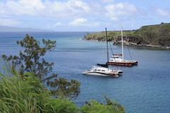 Honolua bay in the northwestern corner of Maui (hannu & hannele) Tags: maui hawaii honolua bay ocean blue water sailboat catamaran molokai island scenery seascape beautiful tropics tropical vacation nikon d700 sea boat coast
