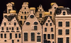 Micromanagement (micheledibitetto) Tags: micro micromanagement abitoforder flickrfriday dutch klm netherlands houses house art ceramic delft series pattern management order