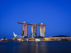 Cool Blue (elenaleong) Tags: ndppreview2017 marinabay architecture iconic landmark artsciencemuseum bluehour elenaleong