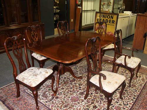 Thomasville Table, 2 Leaves, and 6 Queen Ann Chairs ($336.00)