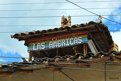 Cables en Las Américas (Gaby Fil Φ) Tags: quinua huamanga ayacucho departamentoayacucho perú sudamérica andes andino culturaandina pueblosdelperu pueblosdelosandesperuanos