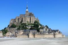 Le Mont St Michel (past ' Elle) Tags: cil bleu mont sable baie manche mer rempaer église chateau stmichel architecture vieillespierres