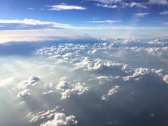 雲 (23fumi@fuyunofumi) Tags: iphone6 iphone apple cloud sky fromairplanewindow blue travel 空 雲 アイフォン 旅 青