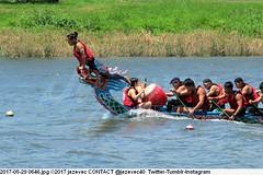 2017-05-29 0646 (Badger 23 / jezevec) Tags: 2017 20170529 dajia dragon dragonboat festival taiwan history culture travel tourism duanwufestival zhongxiaofestival 忠孝節 龍船節 龍舟節 端午节 端午節 龍舟 龙舟 龍船 龙船 taipei ֵ台北 臺北市 taipeh taןpeh ταϊπέι 타이페이 тайбэй 台北市 ტაიბეი تايبيه taibei đàibắc taipé tchajpej rowing sports boat barco шлюпка 배 ボート barca βάρκα bateau 小船 člun veneillä csónak łódź boating vessel photo picture image watersports watercraft asia tradition