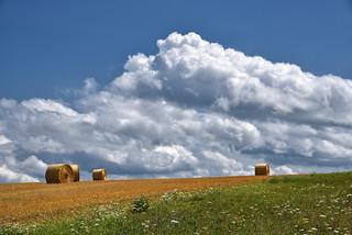 Les nuages...là-bas...les merveilleux nuages