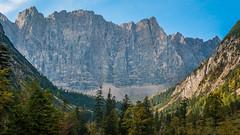 K_049    Durch das Laliderertal zur Falkenhütte (wenzelfickert) Tags: laliderertal lalidererwände karwendelgebirge tirol alpen landscape landschaft mountains bergmassiv berge wandern hiking österreich austria wanderweg trail