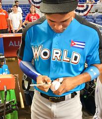 White Sox prospect Yoan Moncada signs autographs before the 2017 Futures Game. (apardavila) Tags: asg futuresgame allstargame chicagowhitesox mlb majorleaguebaseball marlinspark siriusxmallstarfuturesgame yoanmoncada ballpark baseball sports stadium