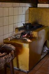 Tradição mineira (Márcia Valle) Tags: minasgerais brasil winter inverno márciavalle nikon d5100 brazil ibitipoca conceiçãodeibitipoca fogão fogãoalenha cozinha cozinhabrasileira