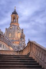 Frauenkirche Dresden zur blauen Stunde (Bilderschmied-Danz) Tags: dresden frauenkirche sachsen blauestunde kirche church saxony bilderschmied sachsentour treppen stairs wolken clouds