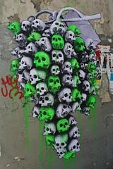 Ludo_2926 rue Saint Maur Paris 11 (meuh1246) Tags: streetart paris paris11 ludo ruesaintmaur crâne fruit raisin