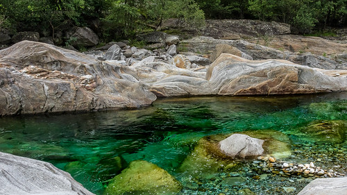 "Valle Verzasca • <a style=""font-size:0.8em;"" href=""http://www.flickr.com/photos/42341582@N06/36096352976/"" target=""_blank"">View on Flickr</a>"