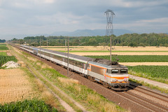 Train 4394 à Kogenheim (Trains-En-Voyage) Tags: lunea sncf sncfbb22200 ligne3 alsace corail