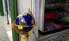 Se compra/ Se vende av.4-6, c.3/ We buy/we sell 4th-6th av., 3rd st. (vantcj1) Tags: objeto orbe tienda comercio decoración piso plástico exposición vidrio