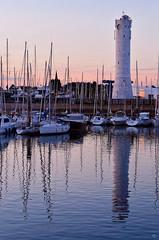 port du Crouesty (pigosse) Tags: mer port bretagne morbihan golf bateau mats reflet phare soleil voilier