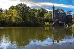 Turtle Pond and Belvedere Castle. Central Park (gatetegris) Tags: newyork newyorkcity centralpark turtlepond pond park parque city nuevayork usa eeuu reflection reflejo water sky vielo clouds nubes trees arboles belvederecastle