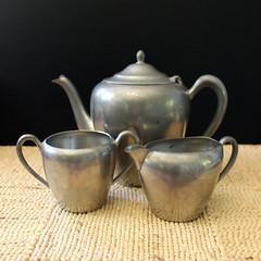 Pewter. (Kultur*) Tags: vintage vintagehousewares vintageserving teaset sugarbowl creamer pewter pewterserving crescent crescentpewter 1940s 1930s teapot