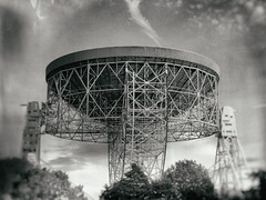 (Delay Tactics) Tags: jodrell bank radio telescope dish listening framework structure sky seti astronomy stars galaxy galaxies space science trees bluedot festival black white bw