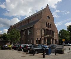 Den Bosch - Groot Tuighuis (grotevriendelijkereus) Tags: den bosch hertogenbosch noord brabant netherlands holland nederland city town start center centrum historic gebouw building architecture architectuur kerk church gothic gotiek