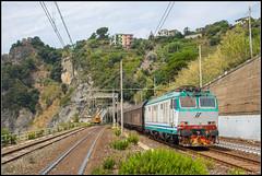 21-07-17 Mercitalia E652 132 + Papiertrein, Corniglia (Julian de Bondt) Tags: e652 corniglia papiertrein mercitalia fs ferrovie dello stato