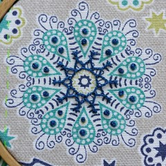 Crested chain stitch (fatquarter (Annet)) Tags: embroidery crestedchainstitch tast frenchknots