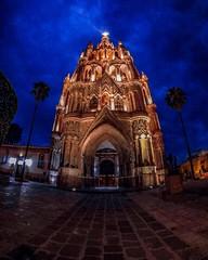 El 7 de julio de 2008 San Miguel de Allende fue inscrita por la UNESCO como Patrimonio Cultural de la Humanidad.  .  .  //  .  .  .  .  On July 7, 2008, San Miguel de Allende was inscribed by UNESCO as Cultural Heritage of Humanity.     #GoPro #GoProMx #G (abrahammojica1) Tags: outdoors goprofamilymx lovetogopro me peace guanajuato gopromx follometo fotodeldía méxico travel girl goprohero gopromoff gopole sanmigueldeallende méxicodesconocido landscape goprotravel inspiredbyyou gopromeet beahero gopro ab visitmexico picoftheday instagood photooftheday