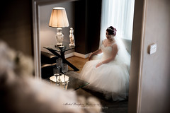 L'attente de Catherine (Michel Benghozi of Montreal) Tags: weddingphotography weddingphotographer weddingphotojournalism nikkor nikon d4 2470f28g