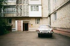 Чернівці, Україна (slo:motion) Tags: чернівці україна ukraine provia400x cars car windows window architecture cccp sowjet soviet udssr door doors gaz24volga волга газ24 газ24«во́лга» russia